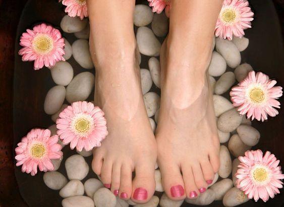 pedicure toenails